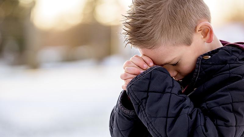 niño-rezando
